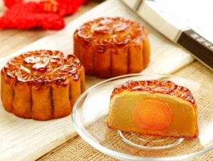 egg filled Cantonese style mooncakes